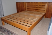 Alder queen w/ horizontal-slat headboard